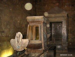 orbes en templo Egipto
